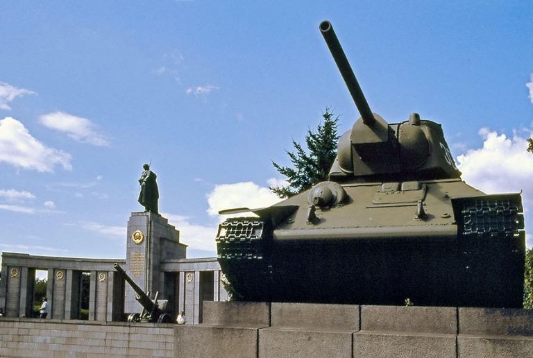 DE094215 Saksa Neuvostoarmeijan muistomerkk8i Länsi-Berliiniss