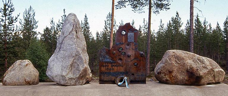 FI239707 Suomi Lapin sodan muistomerkki Inarin Kaamasessa 1996