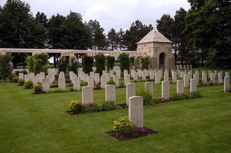 FR_120626 133 Ranska Britannian Ryes War Cemetery Bazenvillessä