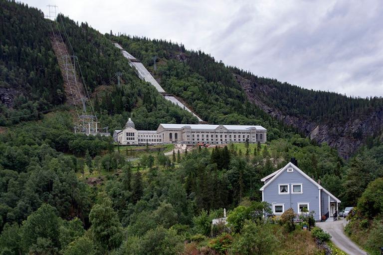 NO_180809 Norja_0148 Vemorkin teollisuuskompleksi Rjukanissa Tel