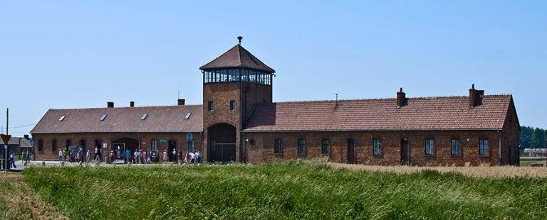 PL_130808 Puola_0008 Birkenaun keskitysleirin Kuolemanportti Vä
