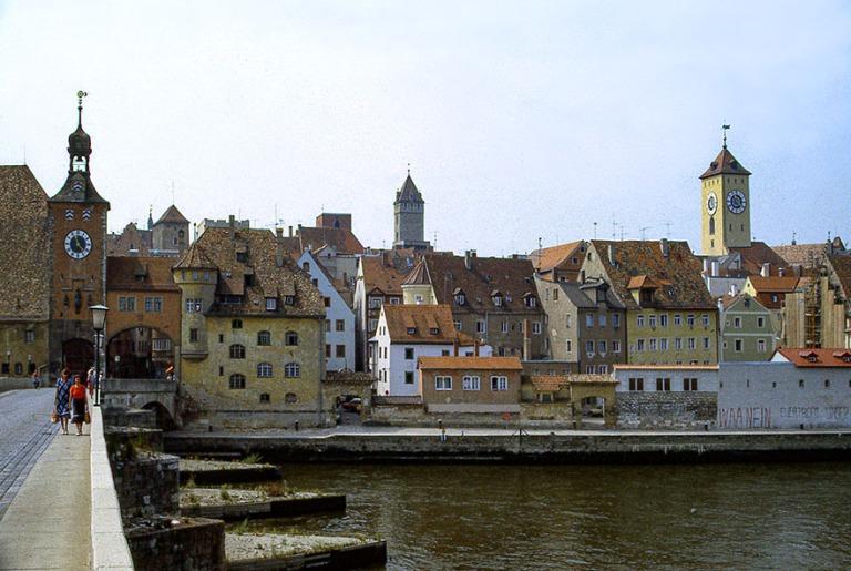 DE015931 Saksa Regensburgin vanhaa kaupunkia Tonavan rannalla 19