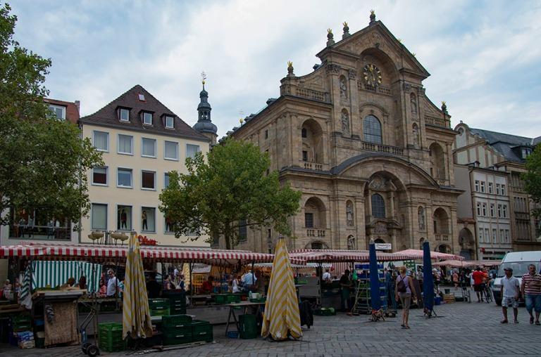 DE_130817 Saksa_0121 Bambergin Grüner Markt ja Martinskirche Ba
