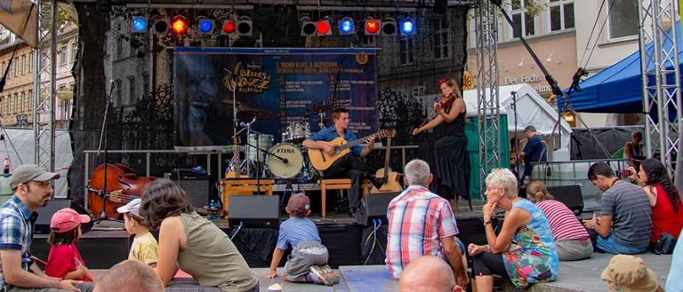DE_130817 Saksa_0129 Festivaalilava Bambergin Grüner Marktilla