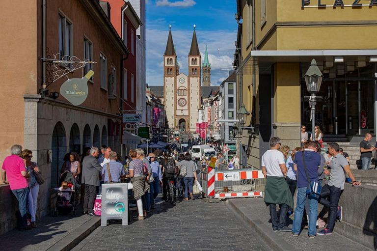 DE_160531 Saksa_0221 Würzburgin keskustaa Baijerissa viinifesti