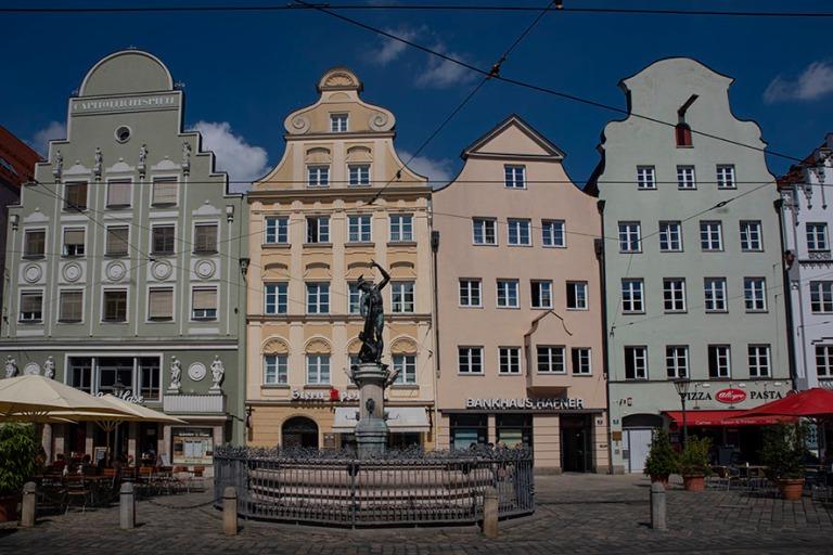 DE_190716 Saksa_0209 Augsburgin Moritzplatz Baijerissa