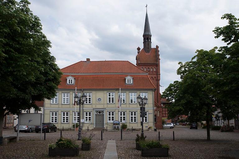 DE_190719 Saksa_0190 Dömitzin raatihuone Mecklenburg-Etu-Pommer